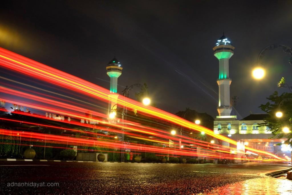 Menara Masjid Raya Bandung, diambil dari dekat gedung merdeka.